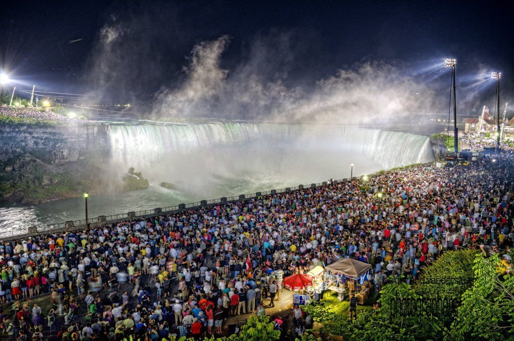 Wallenda_crowd_185