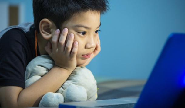 Boy_laptop